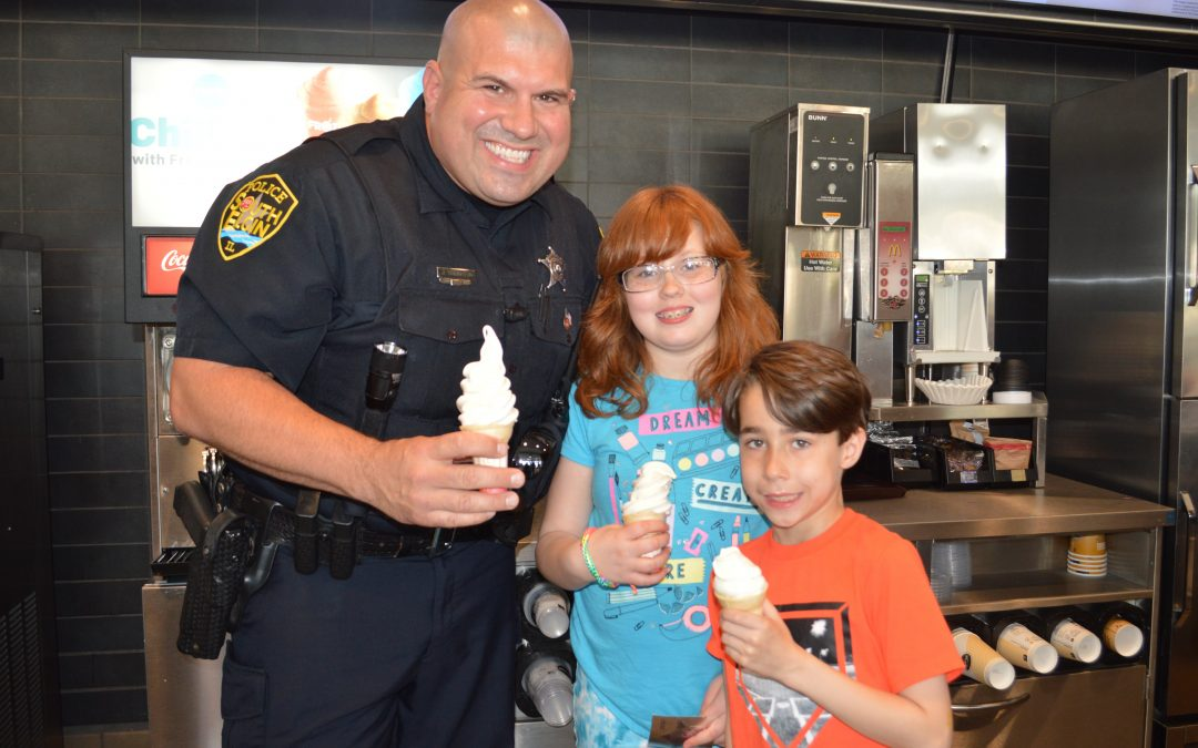 South Elgin Police Officers Celebrate last day of School with Cones